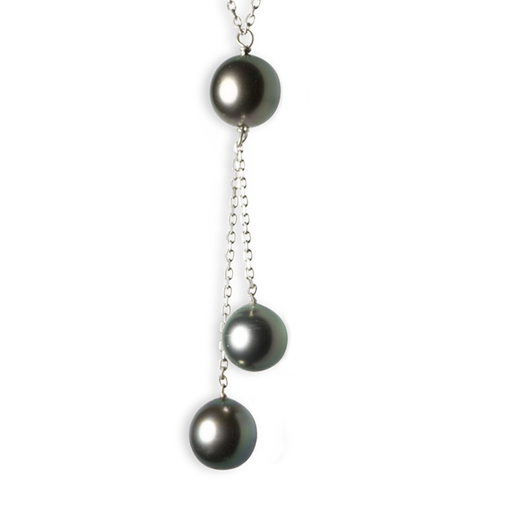 Three pearl pendant necklace