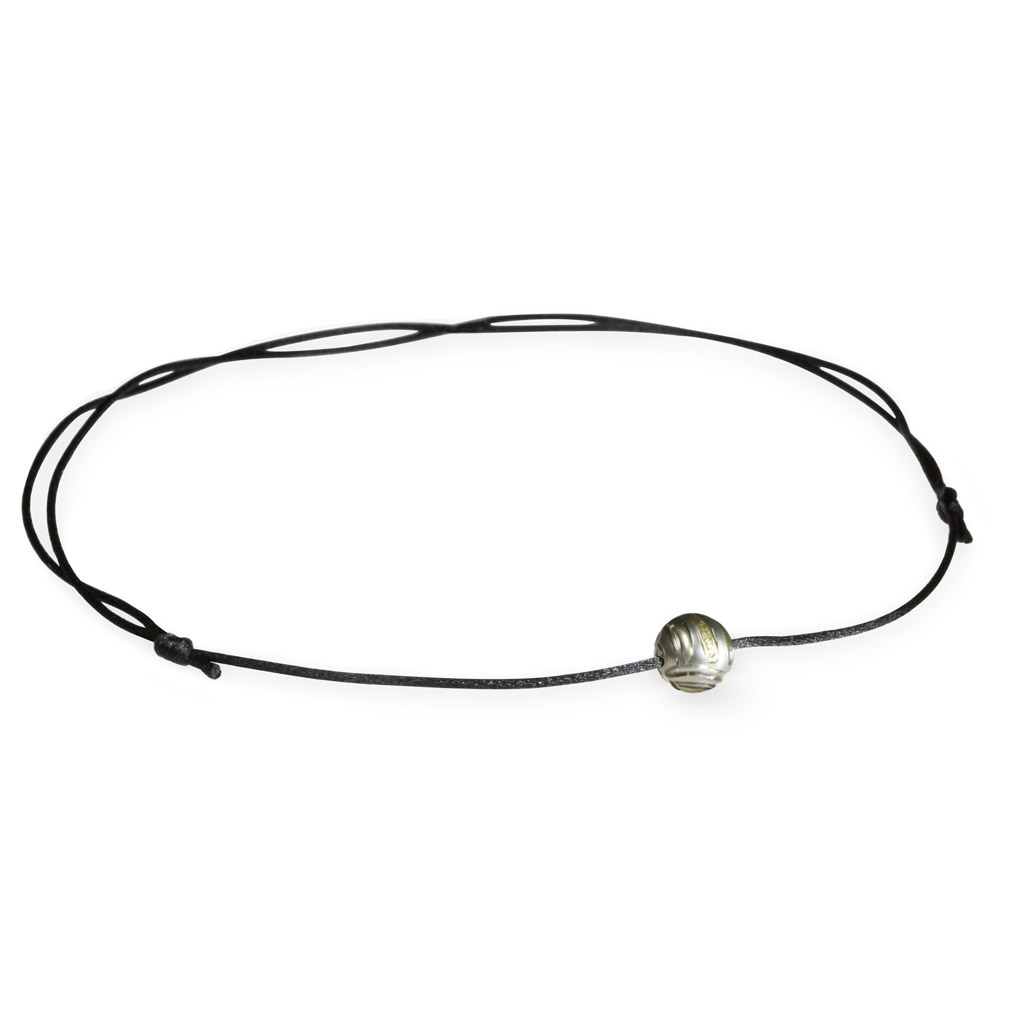 Engraved pearl necklace
